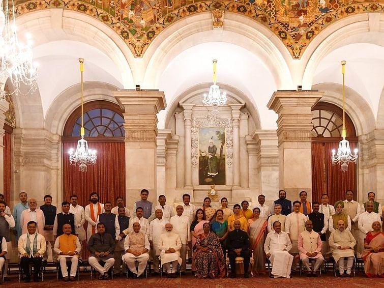 உ.பி -7, குஜராத் - 3, 11 பெண்கள், 8 பழங்குடியினர் - மோடி அமைச்சரவை 2.0 -வில் மொத்தம் எத்தனை பேர்?!