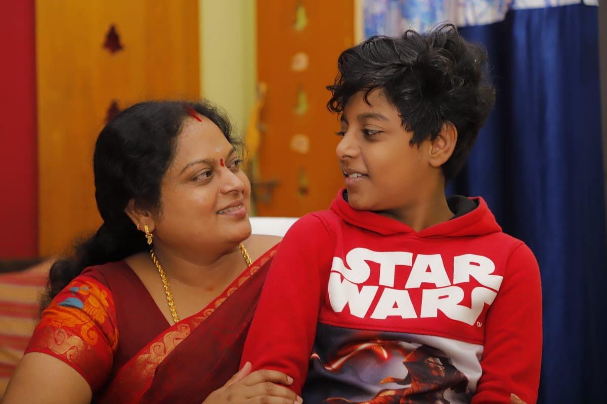 மகனுடன் ஜீவஜோதி