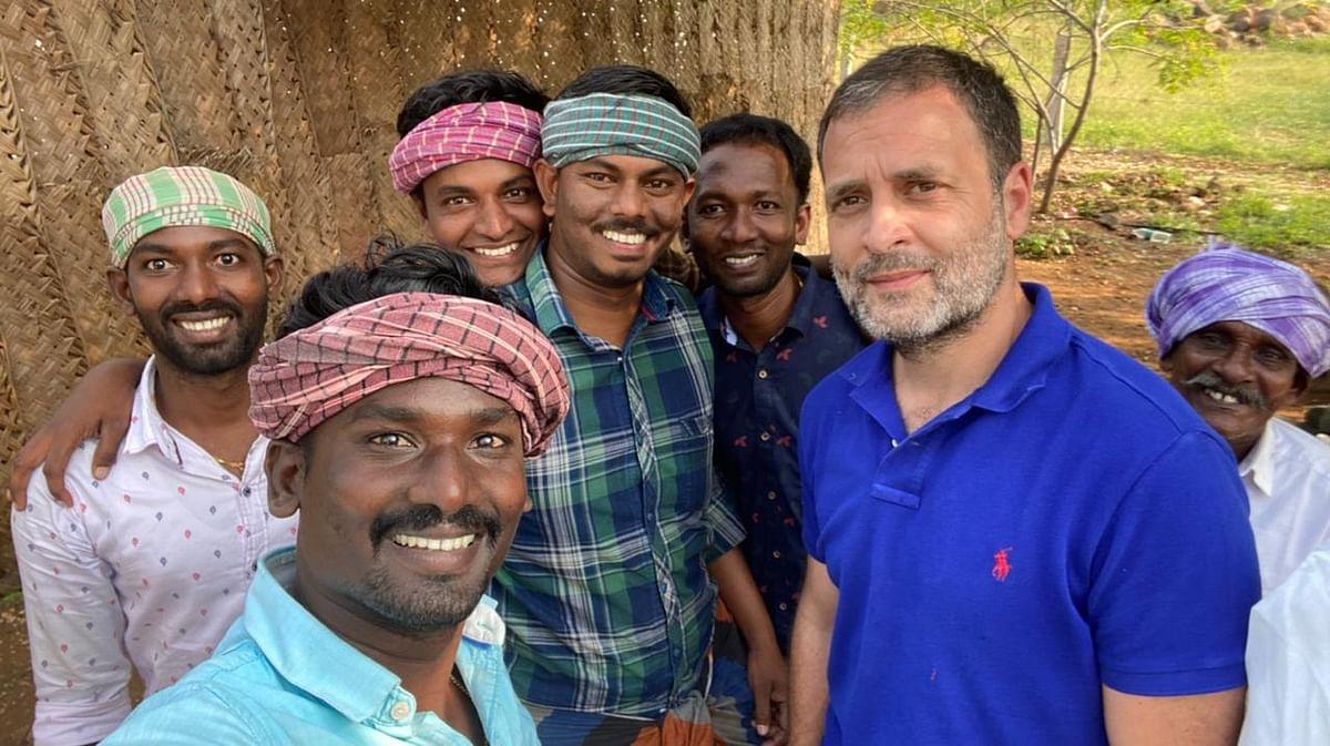 வில்லேஜ் குக்கிங் டீம் ராகுல் காந்தியுடன்