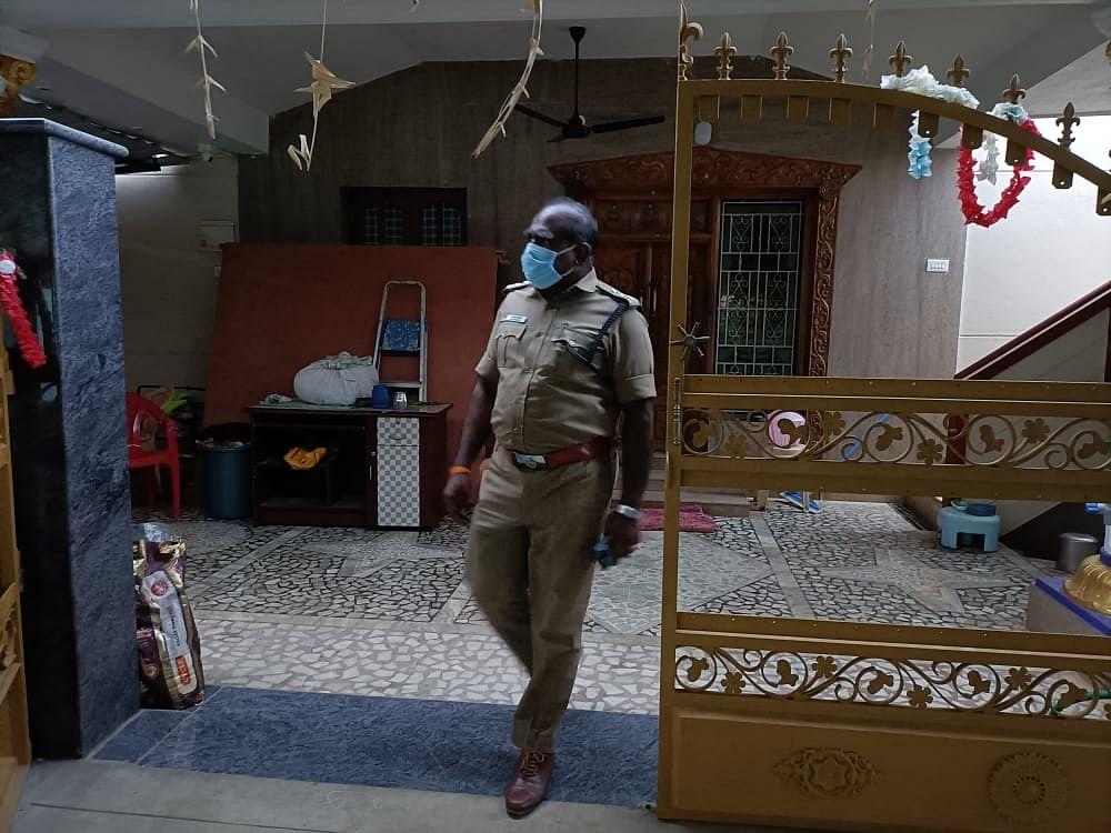 புதுக்கோட்டை: 'ரூ.2.85 கோடி மோசடி; ஊராட்சித் தலைவர் வீட்டில் ரெய்டு!'