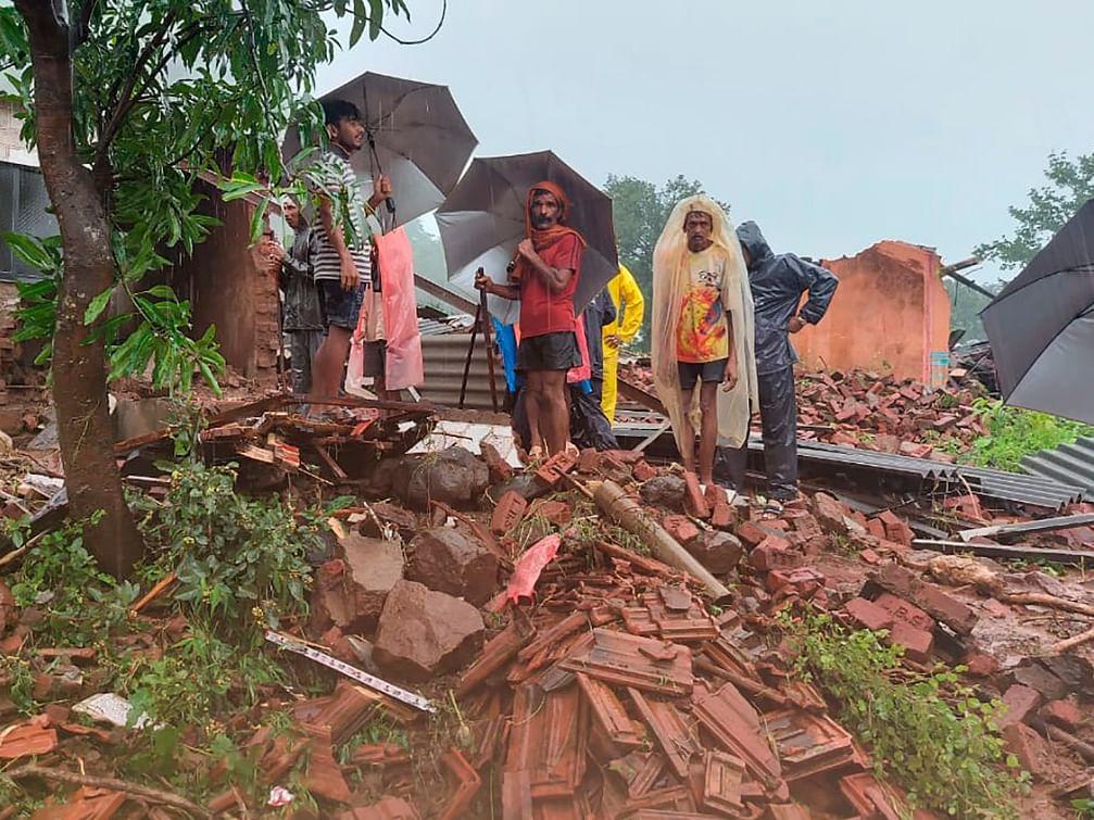 மகாராஷ்டிரா மழை வெள்ளம்: நிலச்சரிவில் சிக்கி 251 பேர் உயிரிழப்பு; 100 பேர் மாயம்!