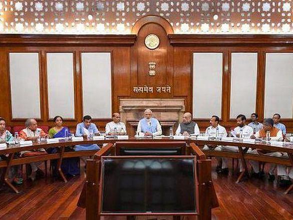 Cabinet Expansion: மத்திய அமைச்சர்கள் சிலர் ராஜினாமா; 43 பேர் இன்று பதவியேற்பு?! - பரபரக்கும் டெல்லி