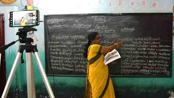 கல்வித் தொலைக்காட்சிக்கு படப்பிடிப்பு - representational image
