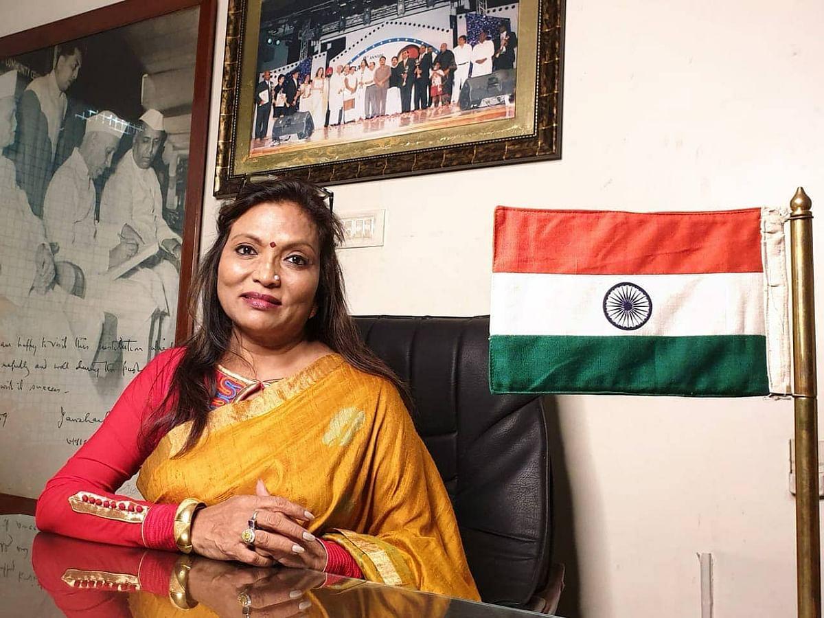 `இவர் கதை `ஸ்லம்டாக் மில்லியனர்'க்கும் மேல!' - தடைகள் தகர்த்து சாதித்த கல்பனா சரோஜ் #BusinessMasters