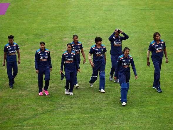 ஸிவர் அதிரடி காட்ட, மழை குறுக்கிட... முதல் டி20-யில் தோல்வியைத் தழுவிய இந்தியா!