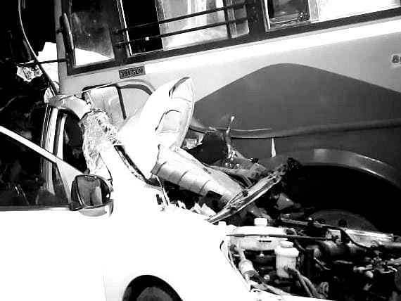 கள்ளக்குறிச்சி: கார் - பேருந்து மோதி கோர விபத்து... சுற்றுலா சென்று திரும்பிய 6 பேர் பலியான சோகம்!
