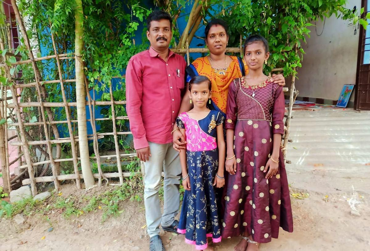 குடும்பத்தாருடன் தேஜாஸ்ரீ