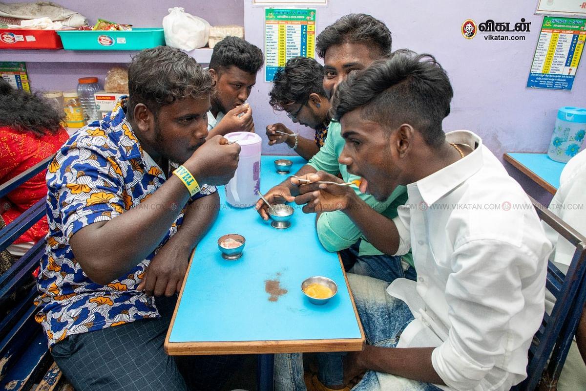 மைக்கேல் அண்டு சன்ஸ் ஐஸ்கிரீம் கடை