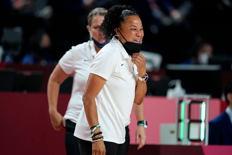 அமெரிக்க பேஸ்கெட் பால் அணியின் தலைமைப் பயிற்சியாளர் டான் ஸ்டேலி(Dawn Staley)