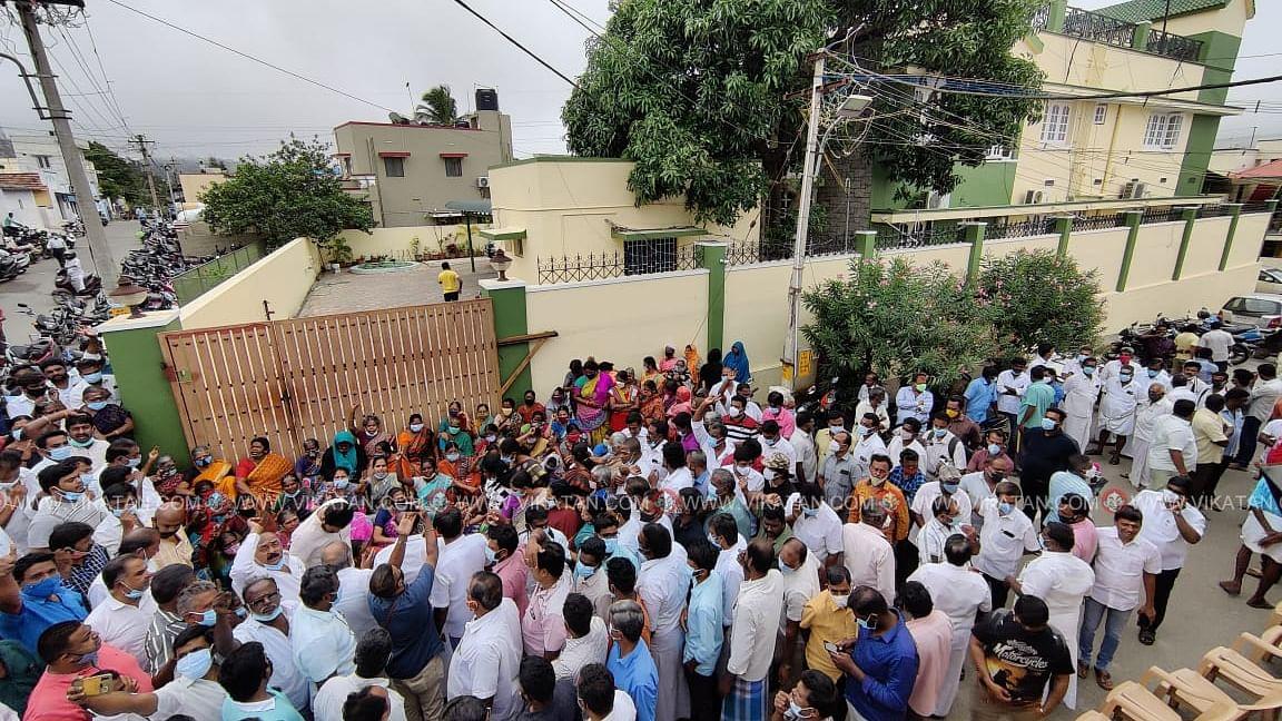 எஸ்.பி.வேலுமணி வீடு