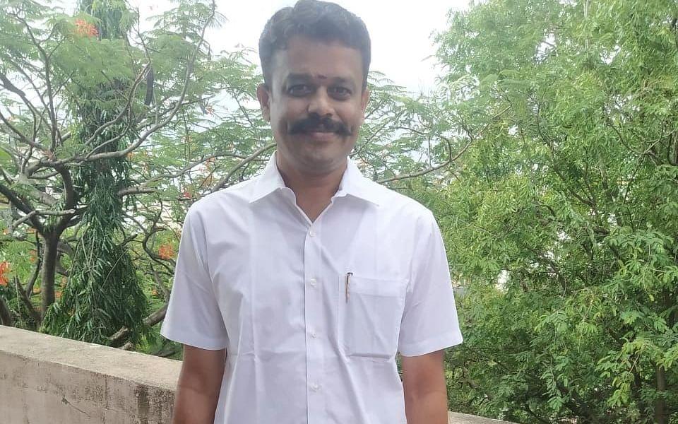 ஈமு கோழி மோசடி வழக்கில் 10 ஆண்டு சிறை; சிரித்துக் கொண்டே தீர்ப்பை ஏற்ற யுவராஜ்!