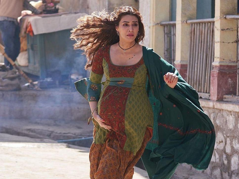 MIMI: சினிமா இயக்குநர்களே, தாய்மையை ஓவர் ரொமான்டிசைஸ் செய்வதை எப்போது நிறுத்துவீர்கள்?