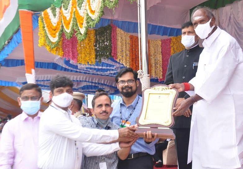 கொரோனா பணிக்காக விருது பெறும் புதுச்சேரி அரசு மருத்துவக் கல்லூரி