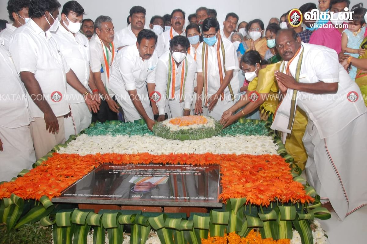 வசந்தகுமார் நினைவிடத்தில் அஞ்சலி