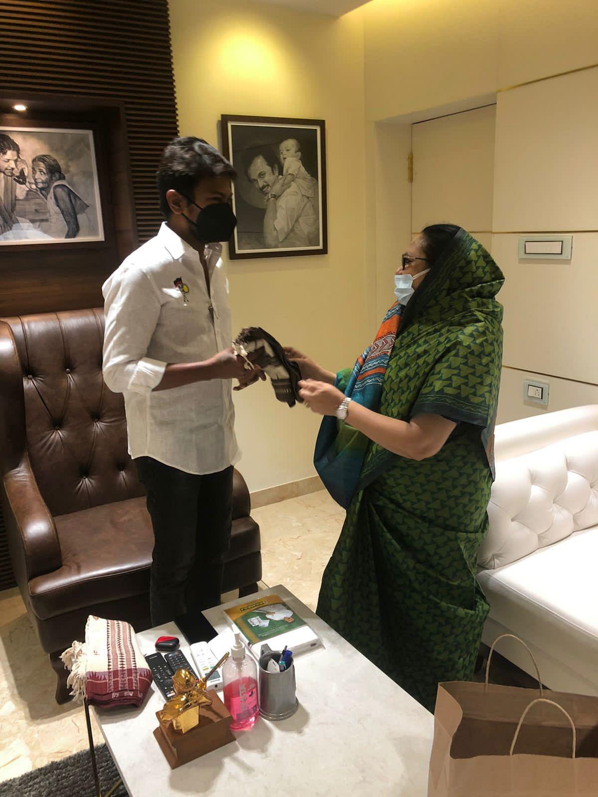 உதயநிதியுடன் கமீலா நாசர்...