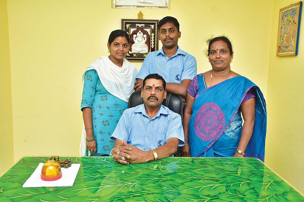 முதலீடு ரூ.50,000... டேர்ன்ஓவர் ரூ.5 கோடி... சாதித்த சலவைத் தொழிலாளி மகன்!