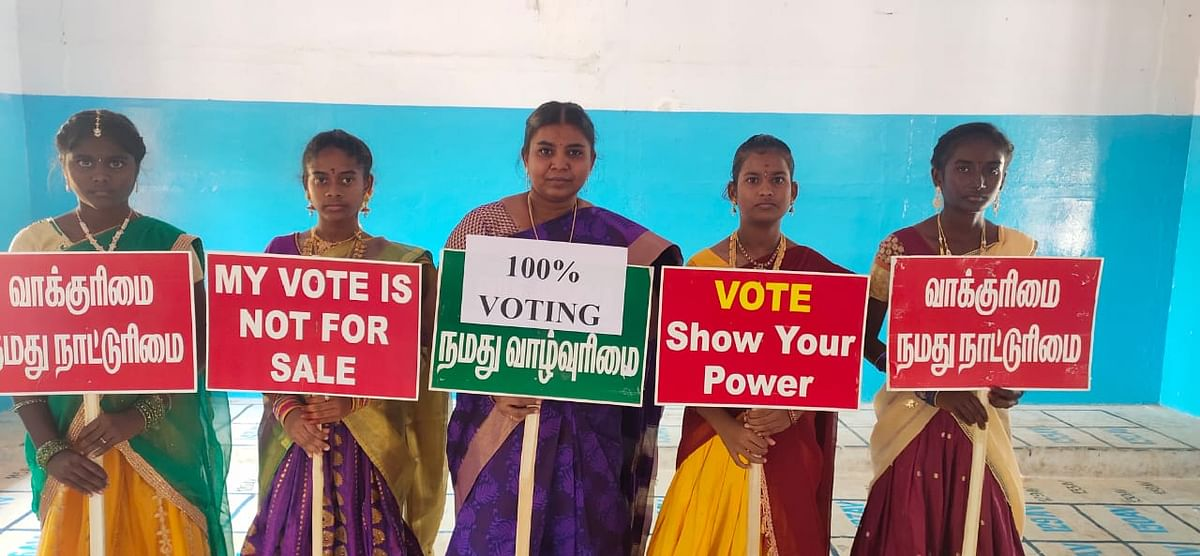 தேர்தல் விழிப்புணர்வு பிரச்சாரத்தில் ஆசிரியை லலிதா