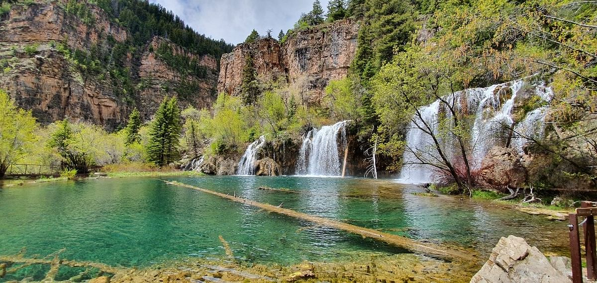 One view of hanging Lake – Located 1000 Meters above the foothills, on top of a mountain