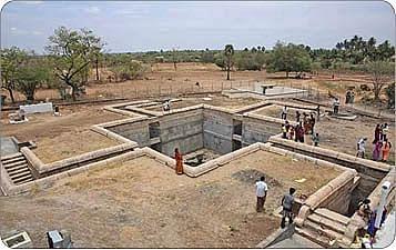 ஸ்வஸ்திக் வடிவ திருக்குளம்