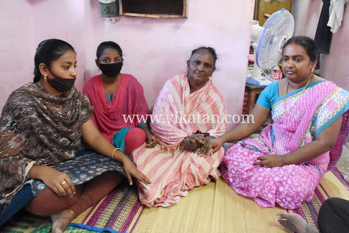 மூன்று மகள்களுடன் ஜெயராஜின் மனைவி செல்வராணி
