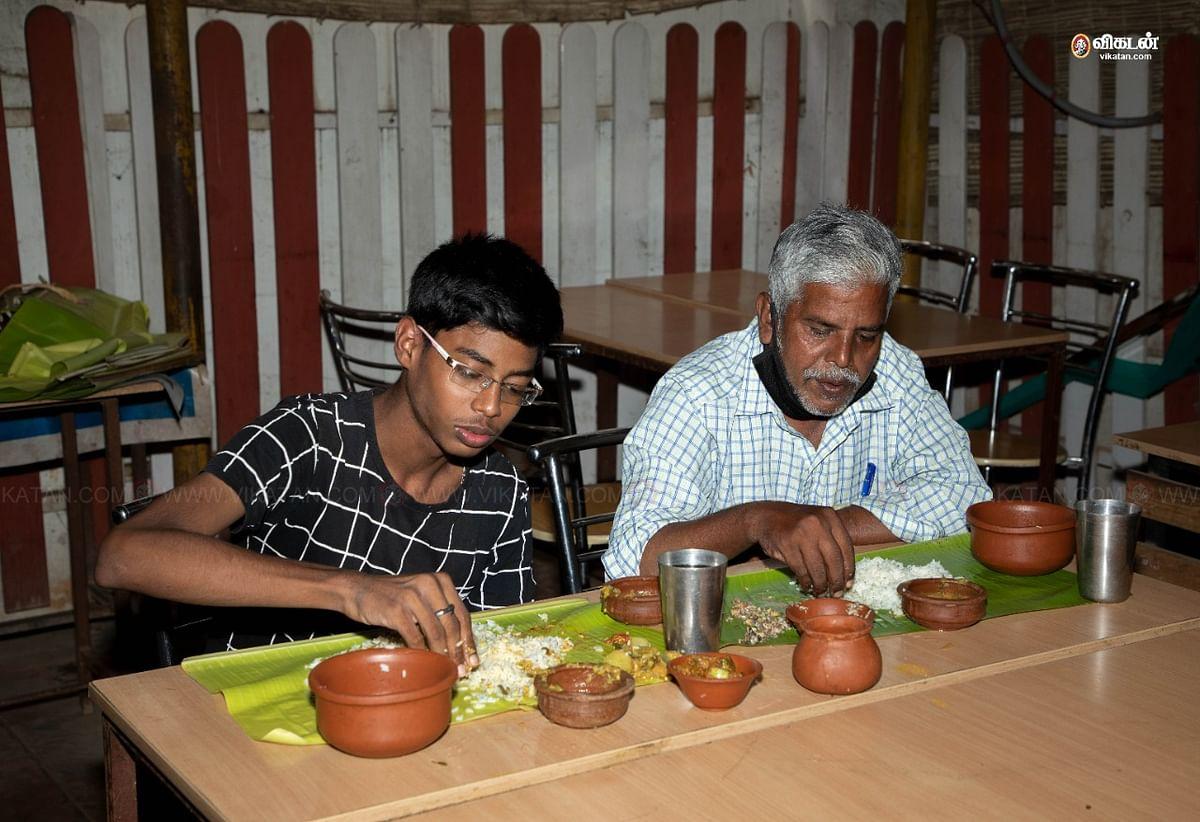 வாடிக்கையாளர்கள் - செல்லம்மாள் மெஸ் - மண் பானைச் சமையல்