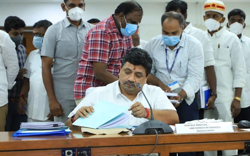 உள்ளாட்சித் தேர்தல் நடைபெறாததால் 2,577 கோடி ரூபாய் இழப்பு... யார் காரணம்?
