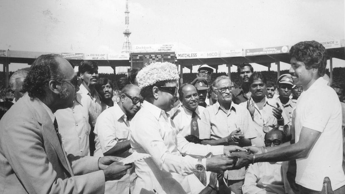 கபில்தேவுடன் எம்ஜிஆர்