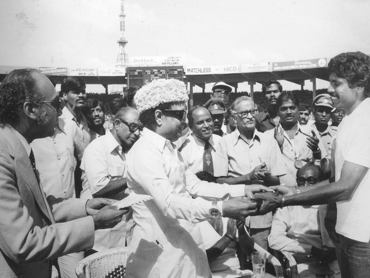 ''எம்ஜிஆர்-க்குக் குத்துச்சண்டை, கராத்தேனா அவ்ளோ பிடிக்கும்!'' நினைவு பகிரும் டாக்டர்