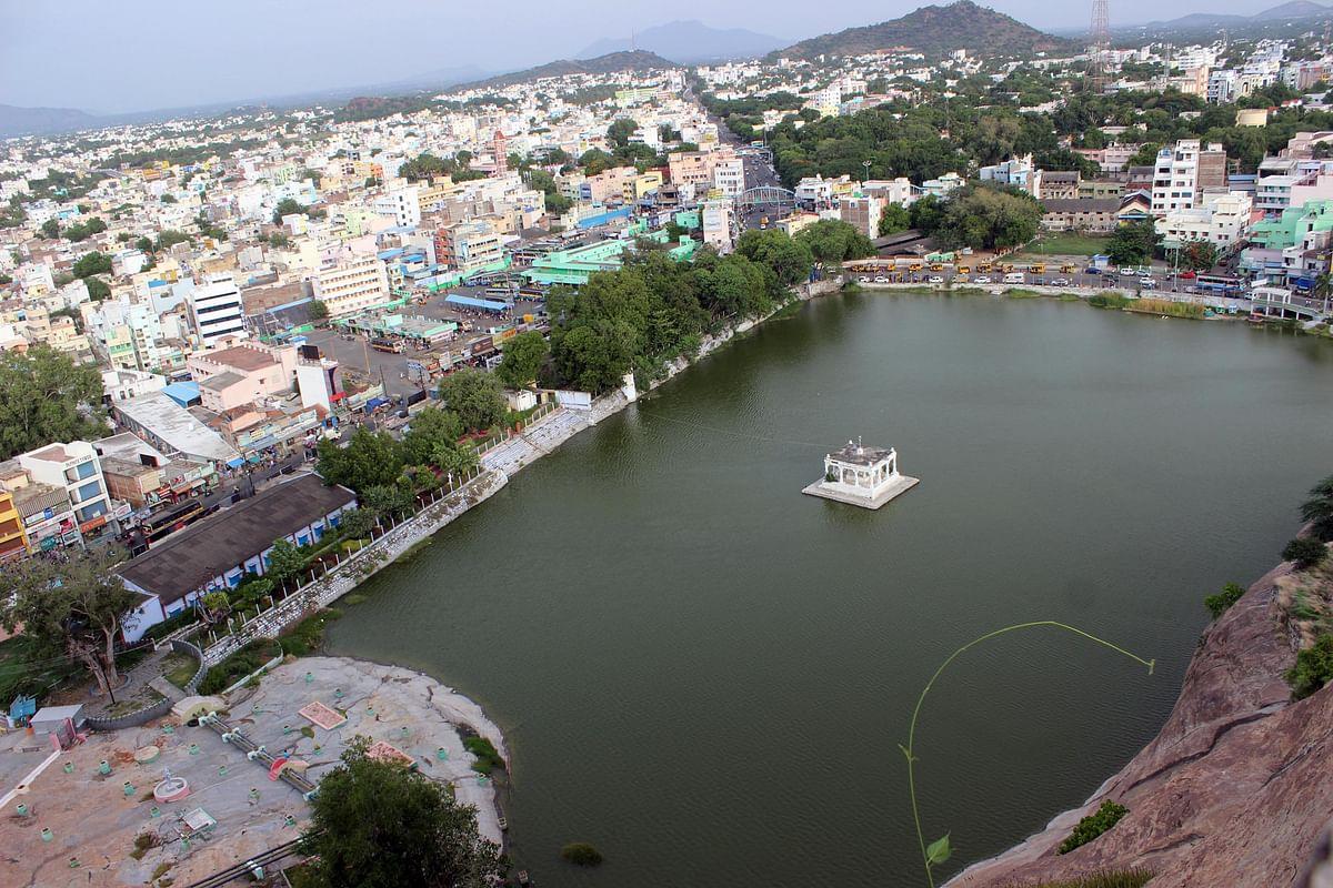 பிரமாண்ட குளம்