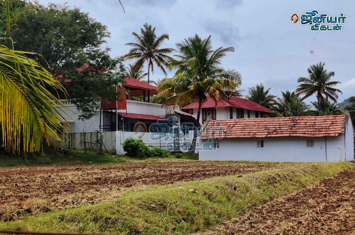 வேலுமணி & கோ கேரளா பண்ணை வீடு