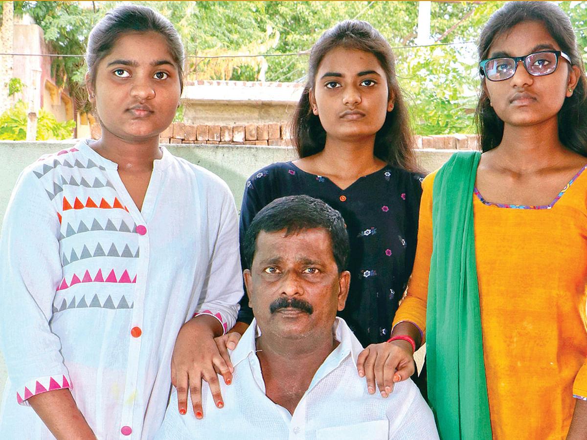 பேத்திகளுடன் தமிழ்மாறன்