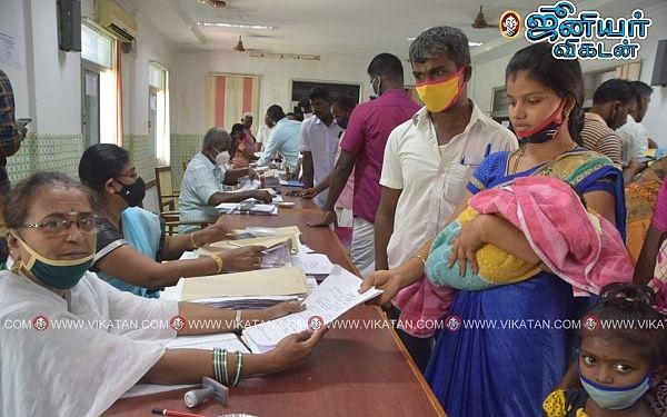 உள்ளாட்சித் தேர்தல்: 16 நாள் கைக்குழந்தையுடன் வேட்புமனு தாக்கல் செய்த பெண்!