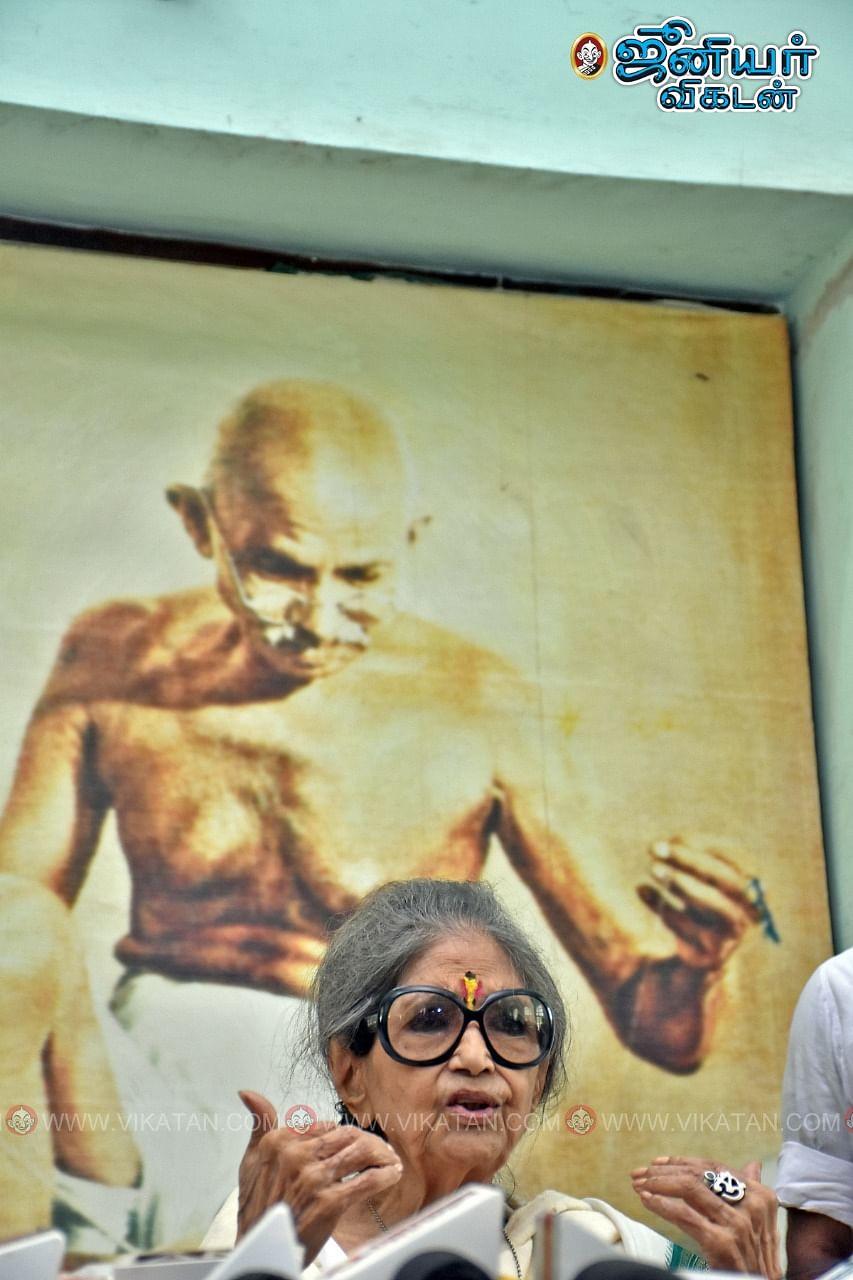 காந்தி பேத்தி தாரா காந்தி பட்டாச்சார்யா