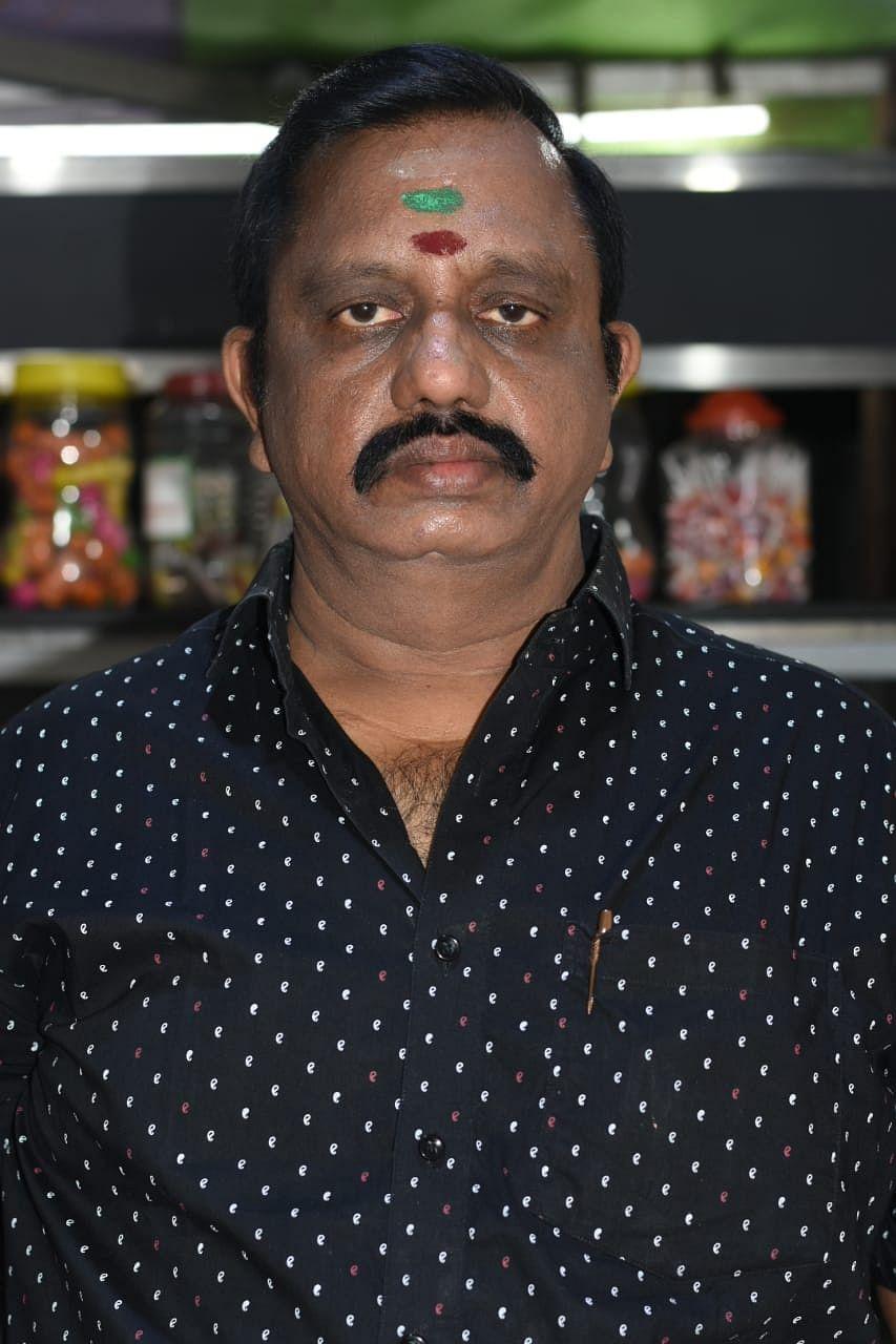 சேட் ஜி சாட் கடை உரிமையாளர் முகேஷ்குமார்