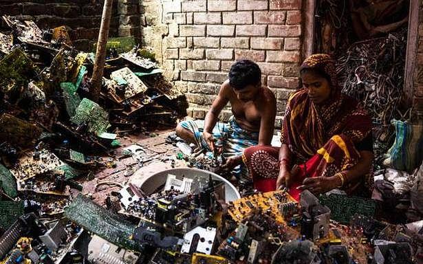 முறைசாரா மின்னணுக் கழிவு மேலாண்மைத் தொழிலாளர்கள்