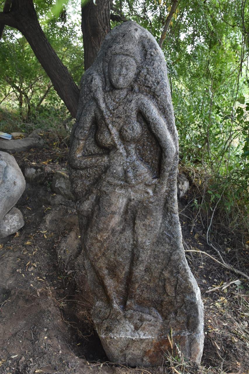 1500 ஆண்டுகள் பழைமையான வெண்சாமரம் வீசும் பெண் சிற்பம்