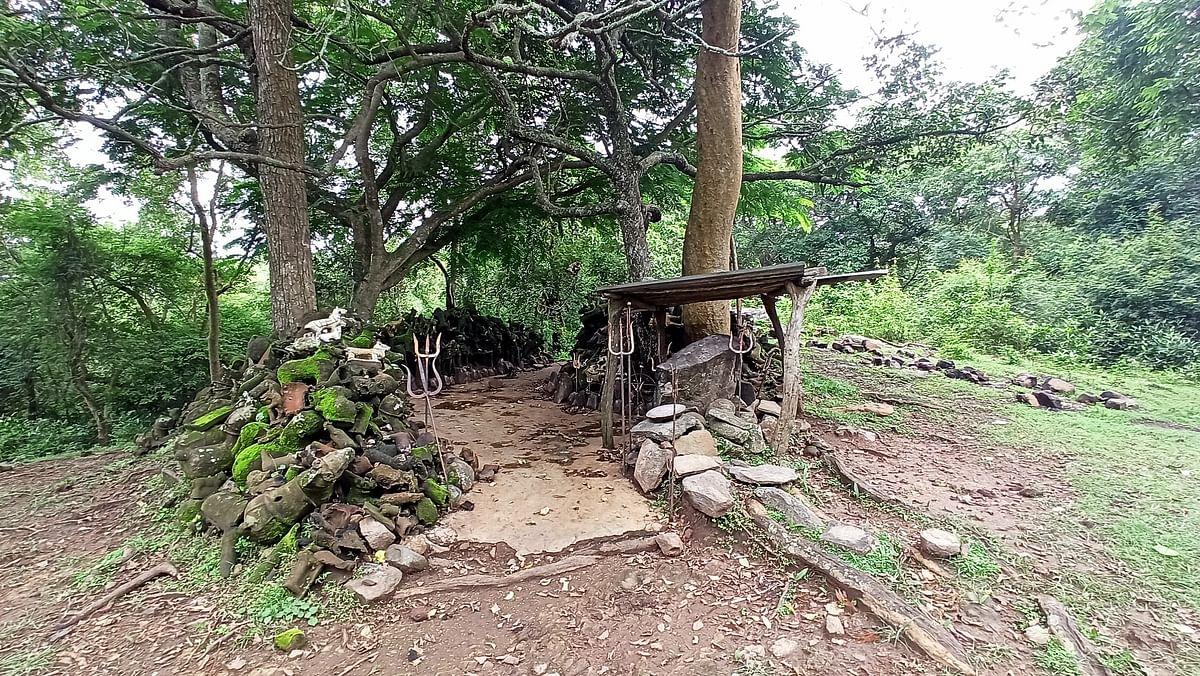 புலிகுத்திபட்டான் நடுகல் காணப்பட்ட இடம்