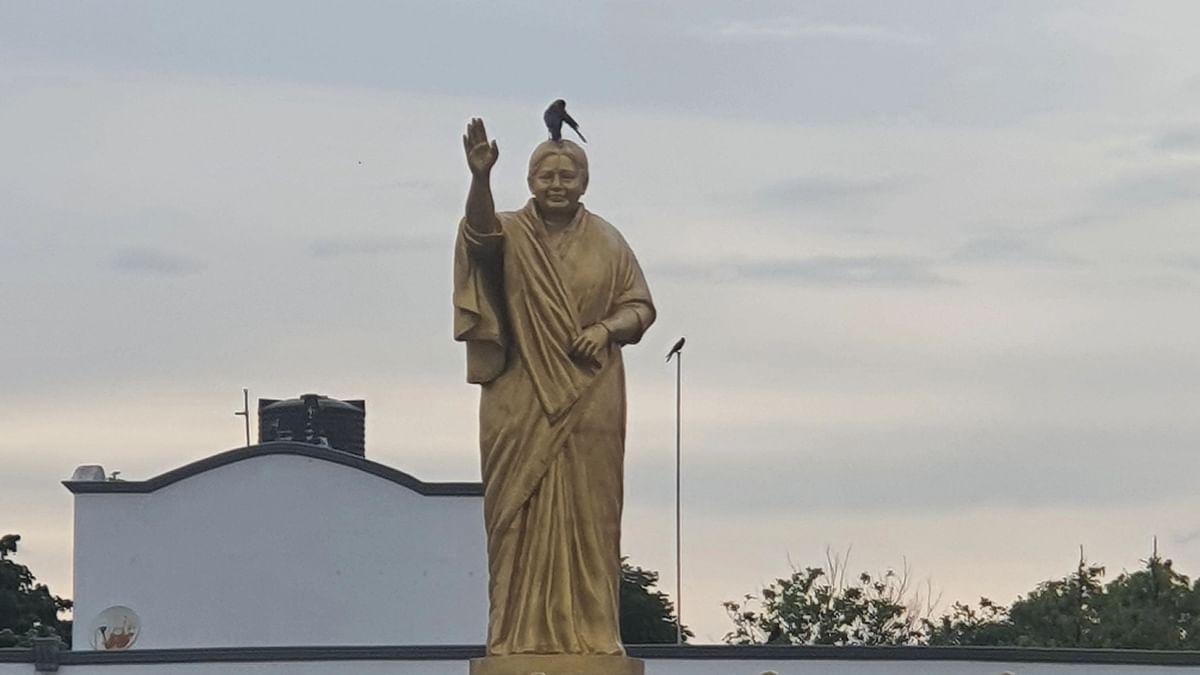 ஜெயலலிதா சிலை
