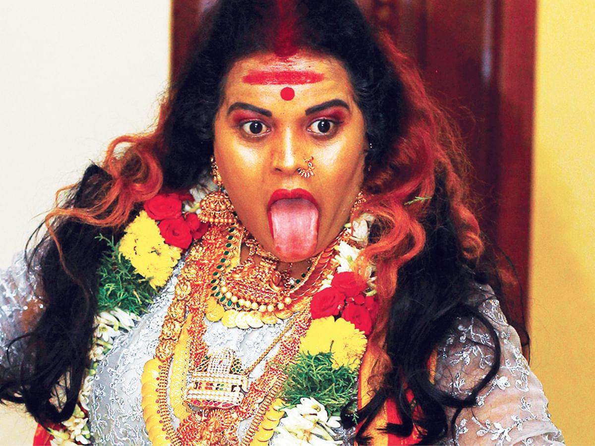 """""""நான் காளி!"""" - பவித்ரா பகீர்..."""