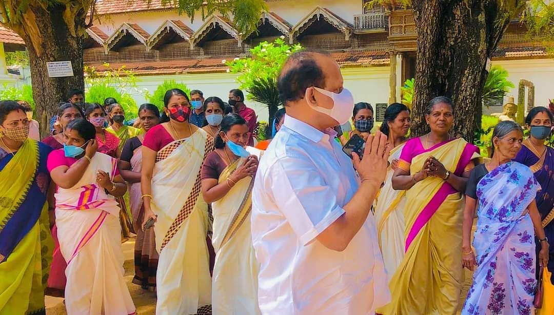 பத்மநாபபுரம் அரண்மனை ஊழியர்களுடன் அமைச்சர் அகமது தேவர் கோவில்