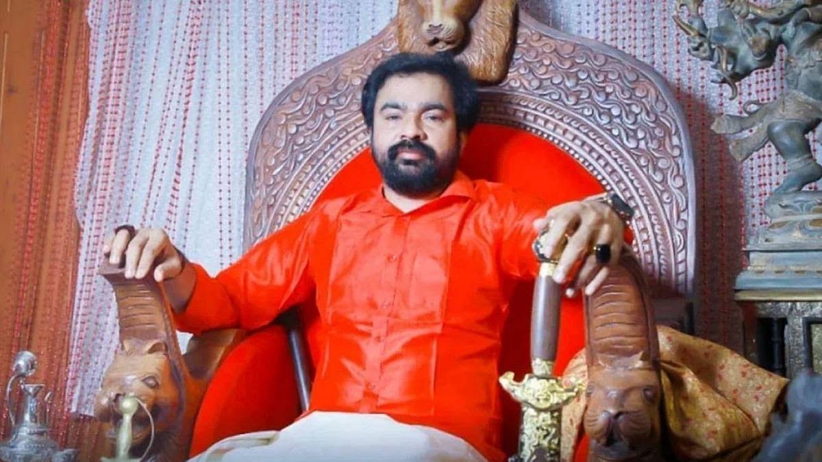 திப்பு சுல்தானின் சிம்மாசனத்தில் மோன்சன் மாவுங்கல்