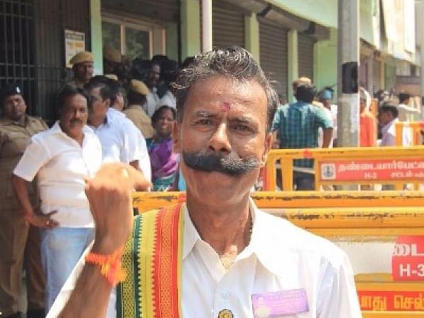 `என் நாமினேஷன் செல்லாதுங்க; எப்படியும் ரிஜெக்ட் பண்ணிடுவாங்க!' - `தேர்தல் மன்னன்' கலகல!