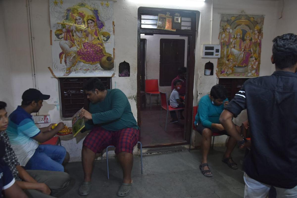 சேட் ஜி சாட் கடை வாடிக்கையாளர்கள்