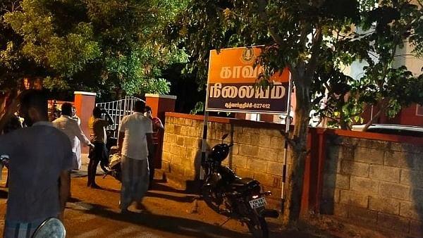 நரபலி வதந்தியால் காவல் நிலையம் முன்பு திரண்ட மக்கள்