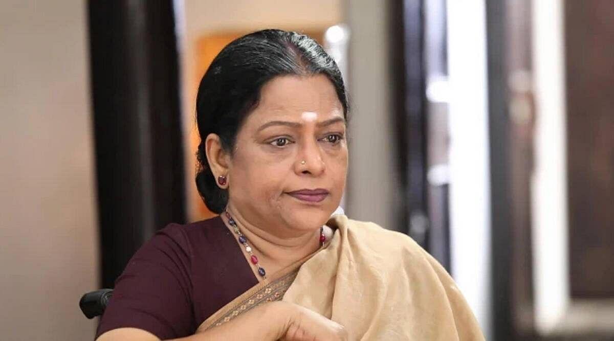 ஷீலா - விக்ராந்தின் அம்மா
