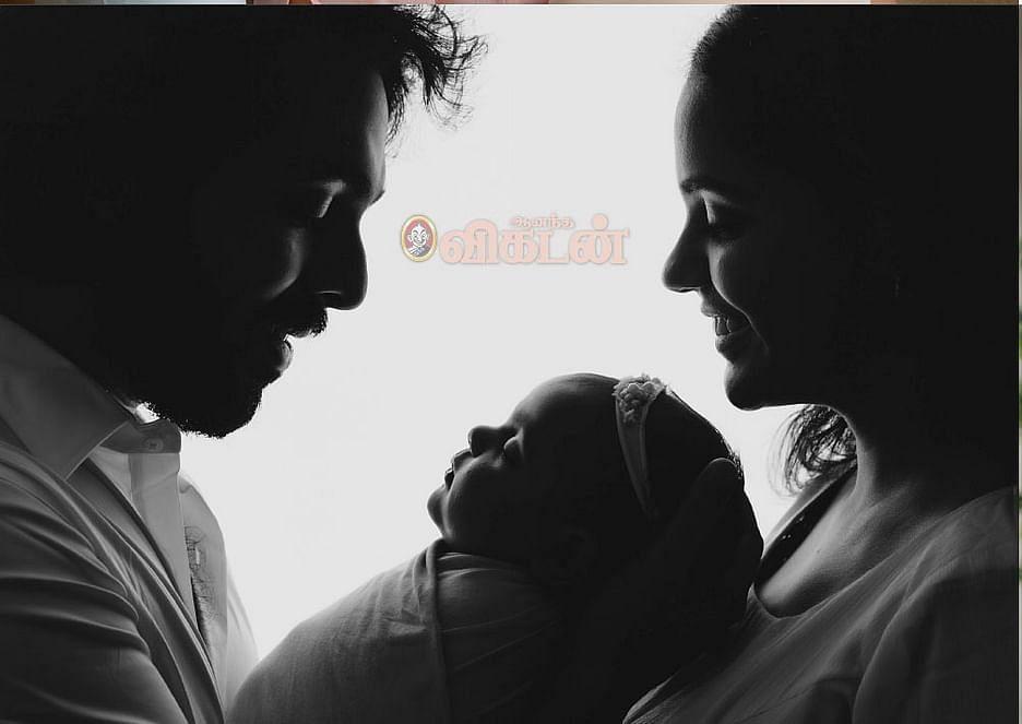 மகள் அன்வியுடன் ஜி.வி.பிரகாஷ் - சைந்தவி