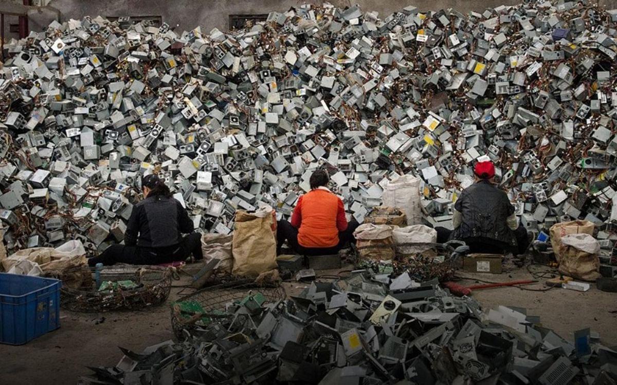 கையை மீறிச் சென்று கொண்டிருக்கும் E-Waste பிரச்னை... எப்படிக் கையாள்கிறது ஐரோப்பிய ஒன்றியம்?