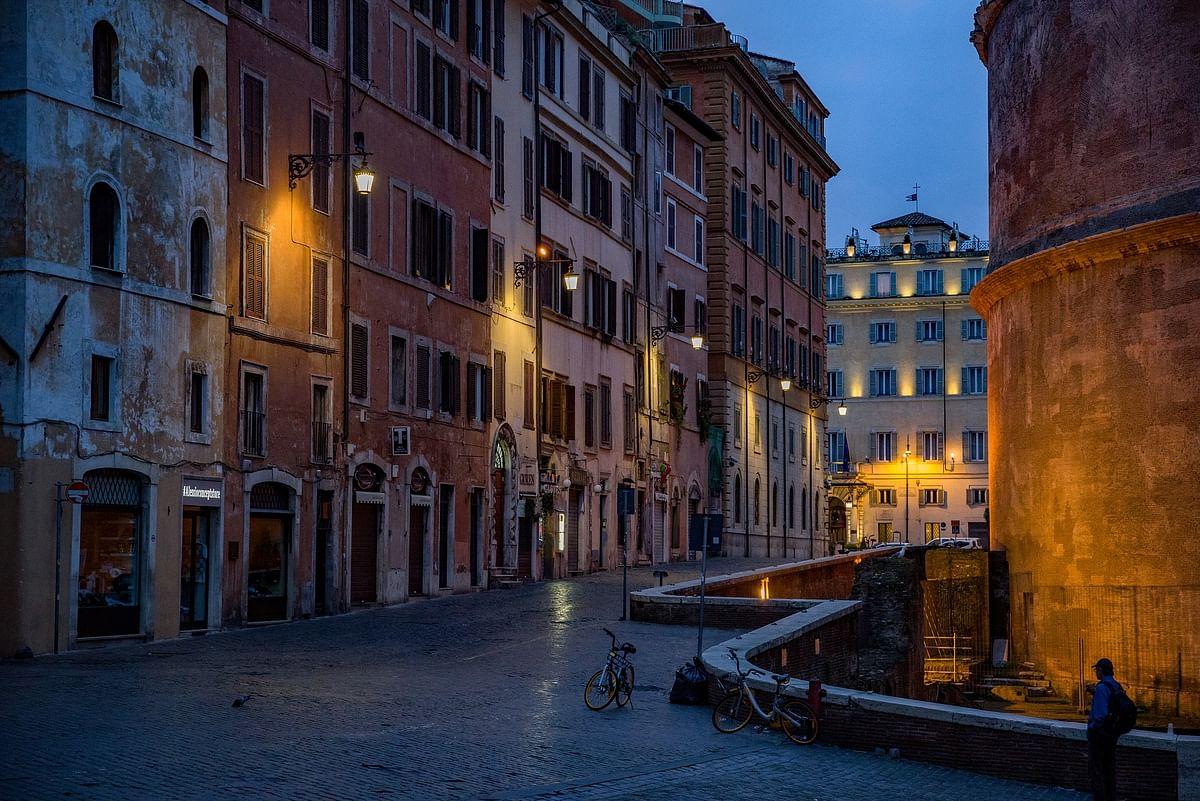 Street pantheon rome