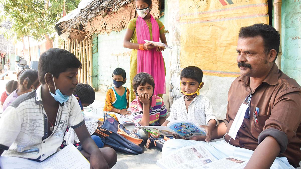 ஆசிரியர்  மனோகர்