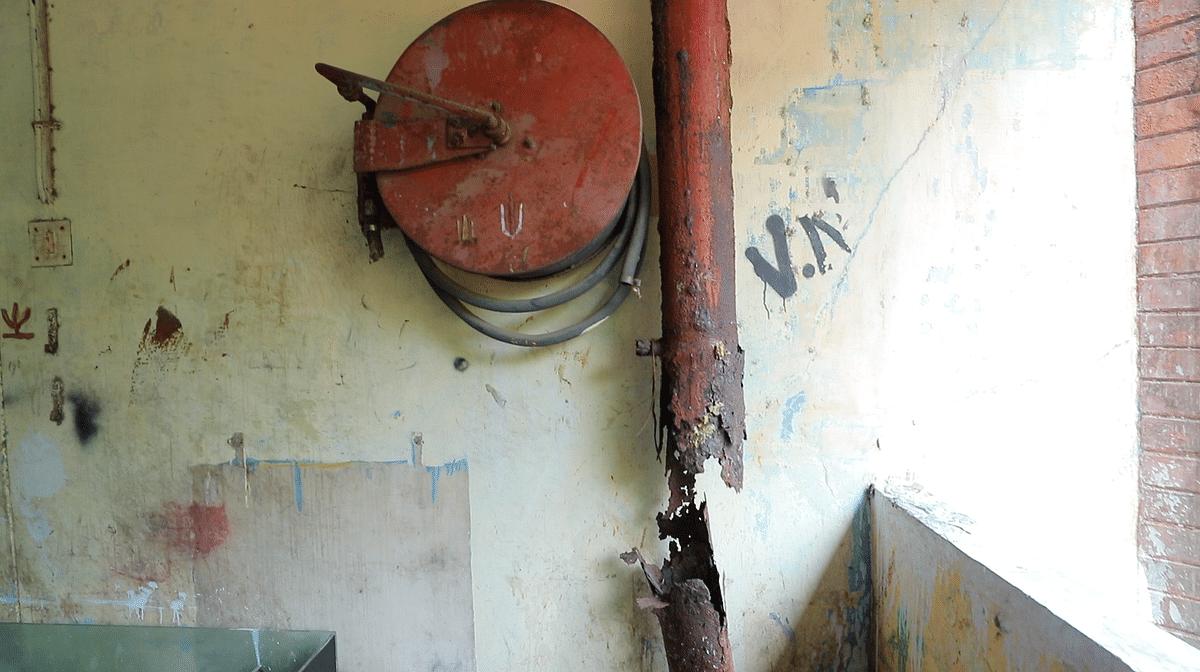 அல்லிக்குளம் மூர் மார்க்கெட் வளாகத்தில் நிறுவப்பட்டுள்ள தீயணைப்புக் கருவி